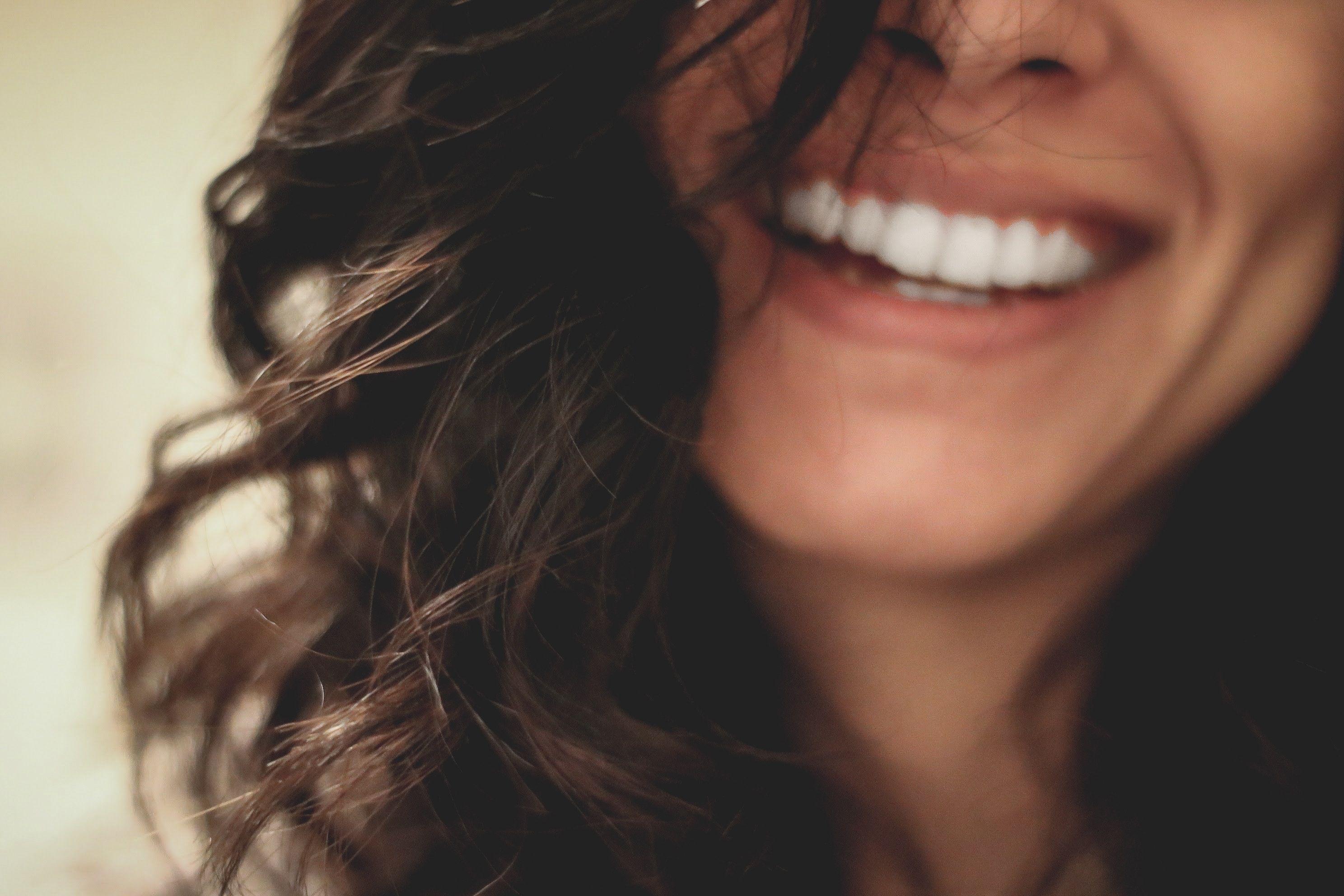 Es importante que el tratamiento de blanqueamiento dental se realice en una clínica odontológica