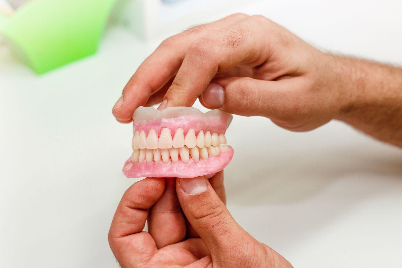 Ante el menor síntoma de encías inflamadas, es crucial acudir a una clínica dental