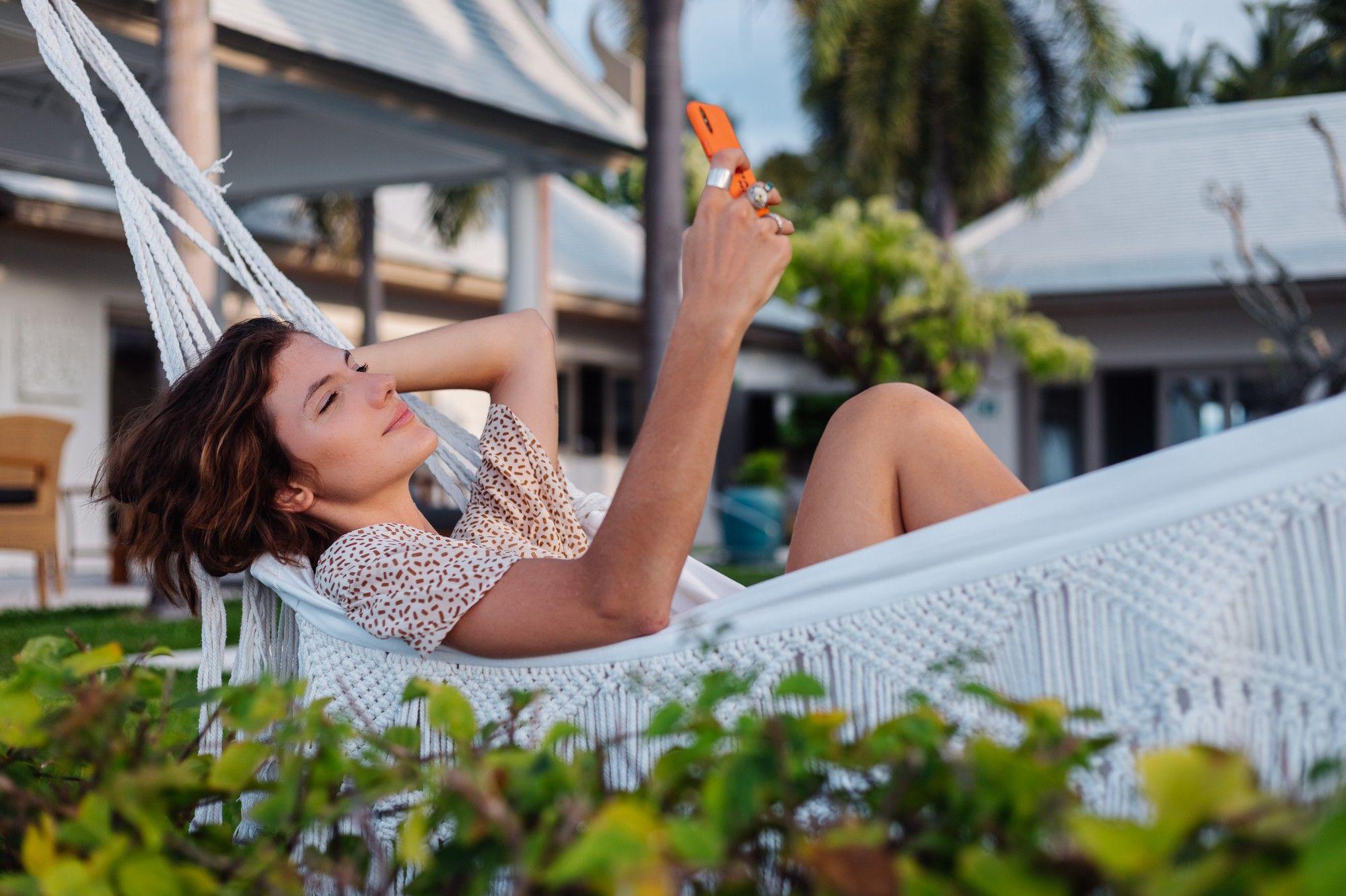 Las vacaciones con ortodoncia usando Dental Monitoring permiten realizar un seguimiento desde casa, desde la playa o desde cualquier lugar